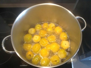 Quinces halfway through boiling